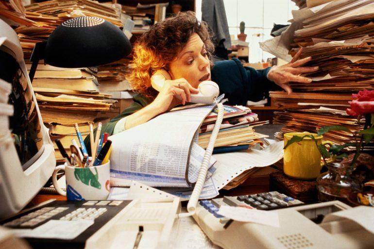 bureau désordonné